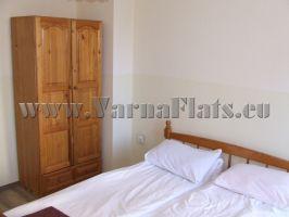Много приятна уютна спалня с тераса в едностаен апартамент