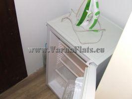 Холодильник на кухне. Варна снять квартиру