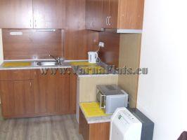 Страхотна малка кухня в едностаен апартамент