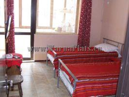 Кровати в небольшой квартире, которую вы можете снять в варне болгария