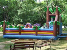 Надуваем замък в детска площадка