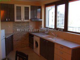 Кухня в апартамента за нощувки във Варна в близост до морето и до центъра