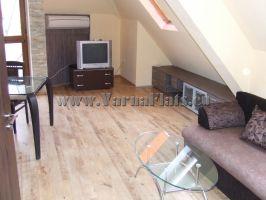 Телевизор и климатик в апартамента за нощувки във Варна