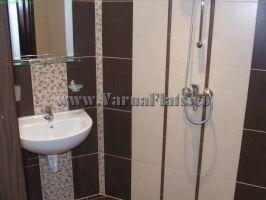 Мивка в банята в апартамента с две спални. Почивка около Варна
