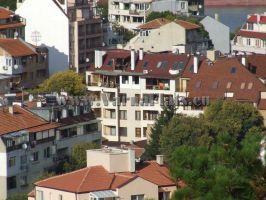 Красива гледка към съседните блокове от двустаен апартамент