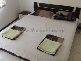 Двуспальная кровать с изголовьем
