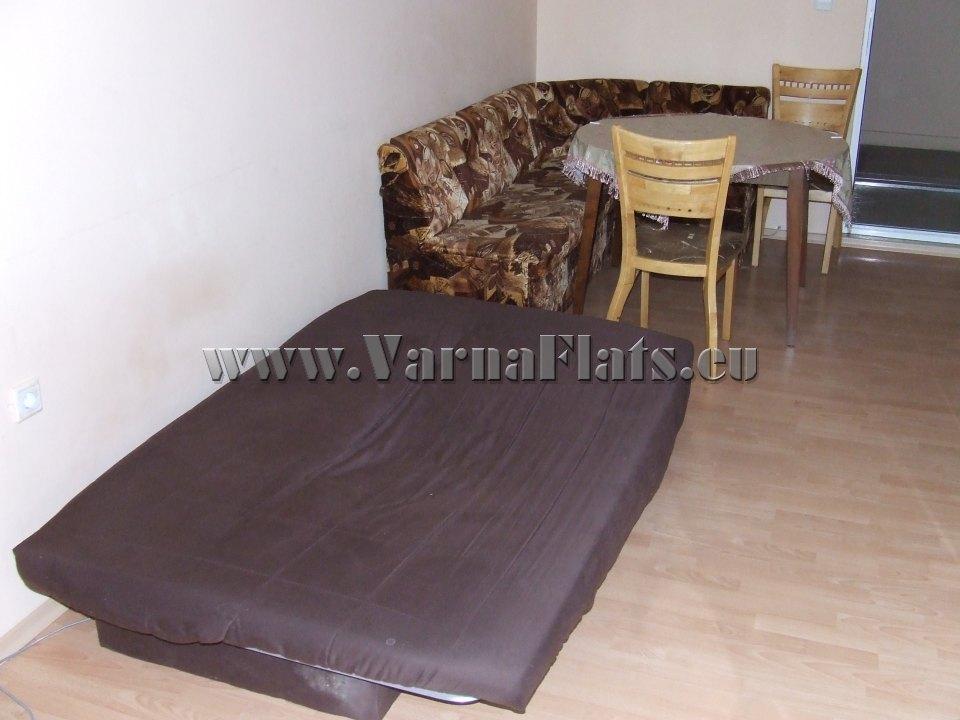 Два дивана и маса в хол на студио