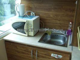 Кухня в квартире-студии на первой линии у моря в Варне, Болгария