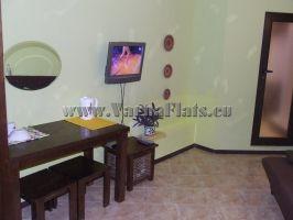 Телевизор и кондиционер в квартире в Болгарии, которую можете снять в  Варне