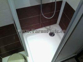 Душ-кабина на баня в четворна стая