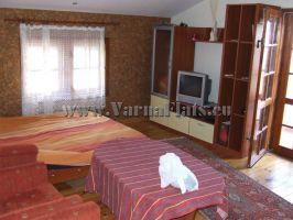 Спалня с телевизор двама. Почивка край Варна. Апартамент с две спалн