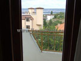Гледка от апартамента към града