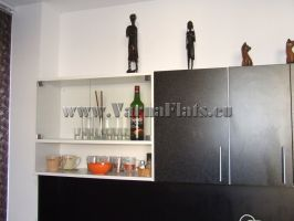 Модерни шкафове в кухнята на апартамента