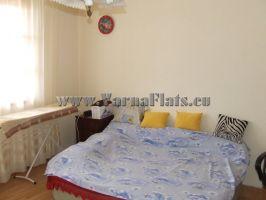 Спальня с кондиционером, где вы можете отдохнуть, в квартире у моря