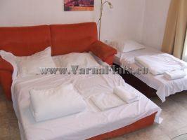 Снять квартиру в центре Варны с двумя диванами