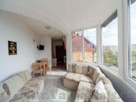 Гостинная  апартаментов в  центре Варне, которые вы можете снять посуточно или помесячно